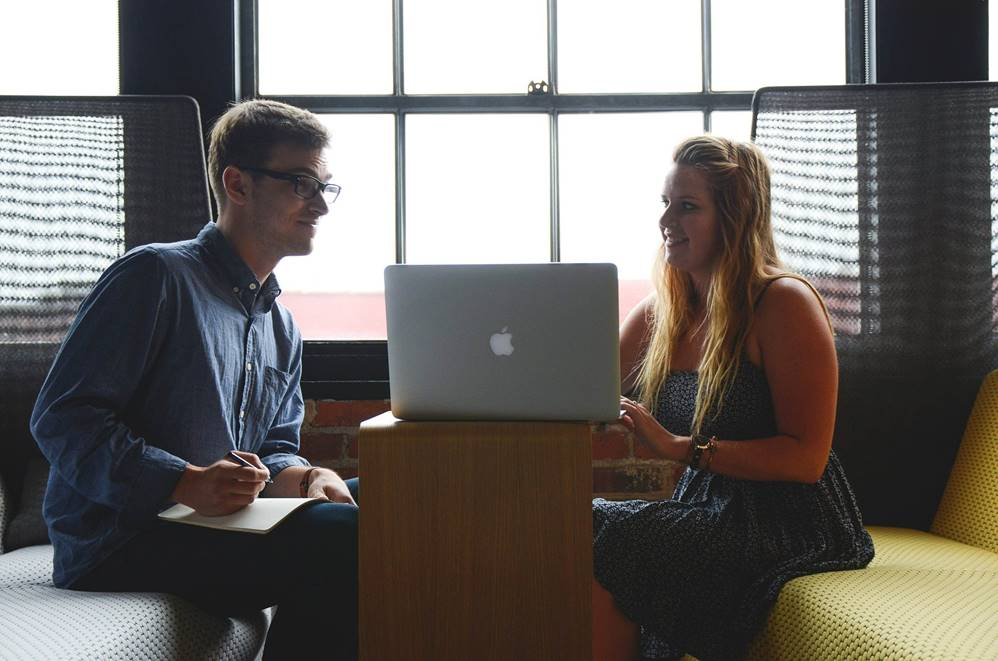 Mit einem Handelsdiplom in der digitalen Wirtschaft durchstarten